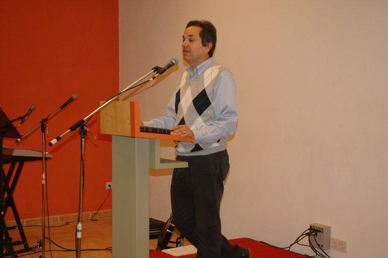 Pastor Esteban Horning